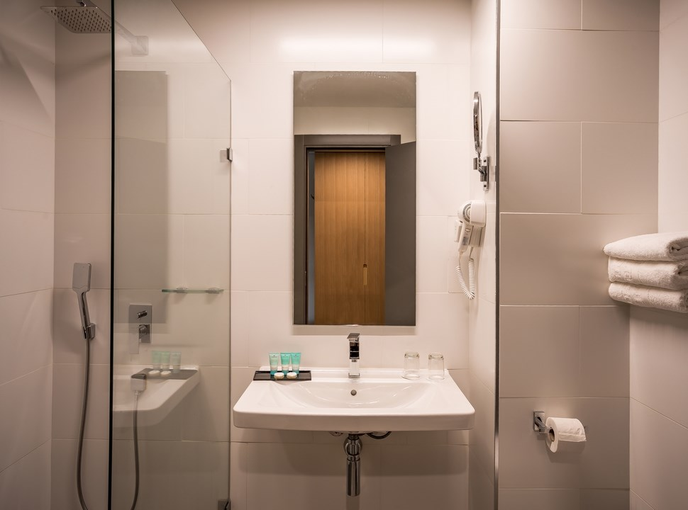 Sea of Galilee Hotel | Classic room Bathroom