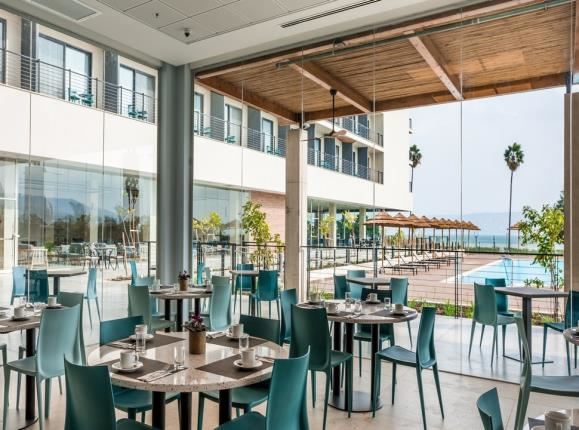 Sea of Galilee Hotel | Dining room with view